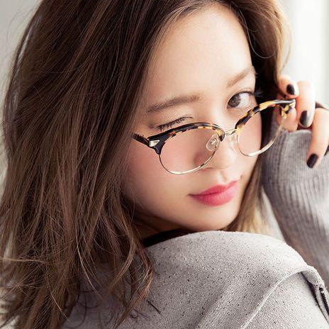 コーデをおしゃれにするなら伊達メガネがおすすめ!人気芸能人愛用のおすすめブランドメガネを紹介