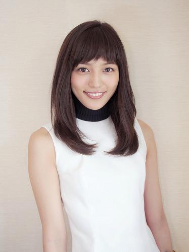 ファッションモデルの川口春奈さん