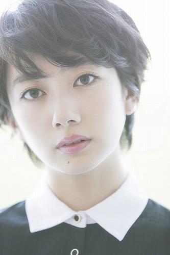 ショートカットが似合う女性芸能人として名前があがってくる波瑠さん